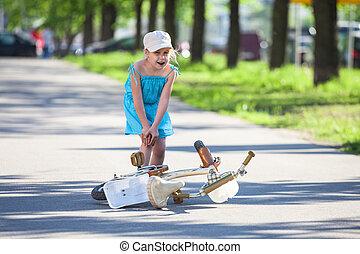 痛み, 足, 後で, 下方に, 自転車, 女の子, 落ちる