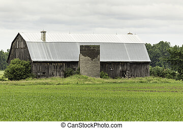 Abandoned farm barn