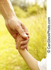 padre, asideros, mano, pequeño, niño