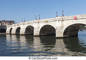 Pont Neuf, Paris. - Bridge Pont Neuf, Paris, France.