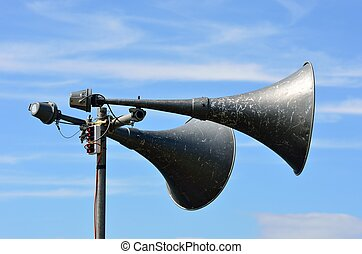 loud speakers outside - Outdoor loud speakers