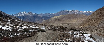 Foot-path of the Annapurna Round, landscape near Manang