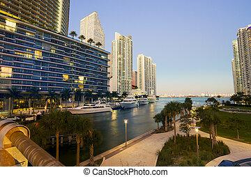 Downtown Miami - Miami luxury life style, Brickell financial...