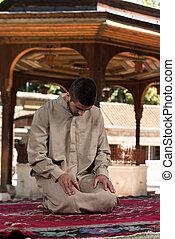 jeune, musulman, homme, prier