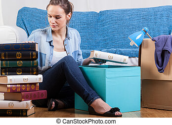 Student changing flat - Young attractive student packing...