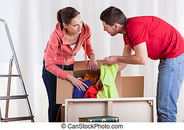 Marriage preparing to removal - Young marriage preparing...