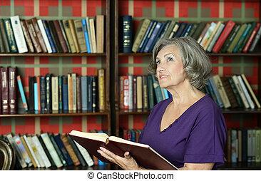 beautiful elderly woman - Portrait of beautiful elderly...