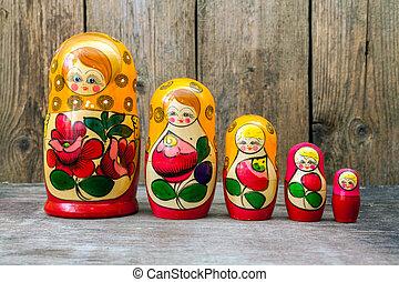 Babushkas or matryoshkas dolls. - Russian nesting dolls (...
