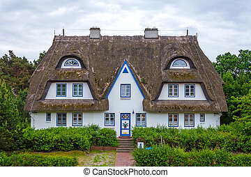 Guesthouse with holiday apartments - thatched-roof...