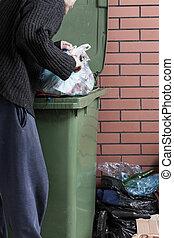 faminto, desabrigado, homem, olhar, alimento, Dumpster