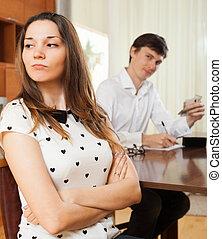 Quarrel because of financial problems - The quarrel in...