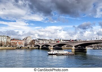 Waterloo Bridge in London, United KIngdom - Waterloo Bridge...
