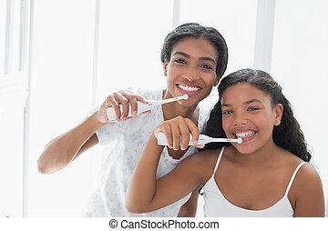 bastante, madre, cepillado, ella, dientes, ella, hija