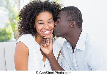 attraente, uomo, Baciare, suo, girlfrie