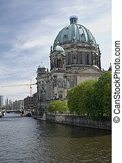 Berliner Dom/Berlin Cathedral in German capitel