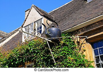 Kettle on building Chipping Campden - Black kettle on the...