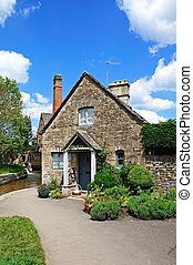 Stone cottage, Lower Slaughter. - Pretty stone cottage...