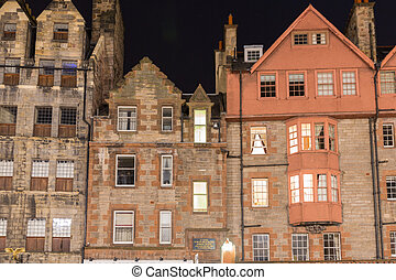 Front view of vintage facades at night in Edinburgh - View...