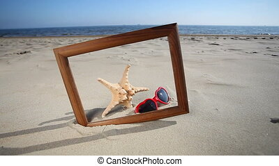 Frame with seashell, starfish - Wooden frame border blank...