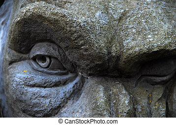 gargoyle eyes - gargoyle glancing