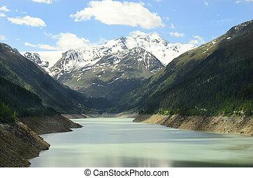 Austria, Tyrol, Gepatsch reservoir and alps