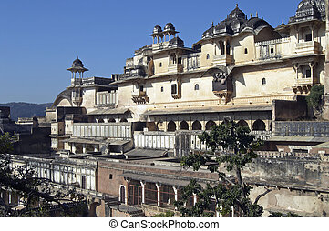 Bundi Palace. Large derelict building in Rajput style....