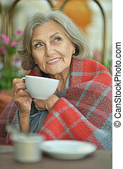 happy elderly woman drinking tea - Portrait of beautiful...