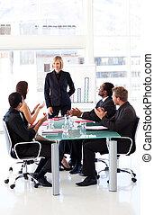 empresa / negocio, gente, aplaudiendo, su, director