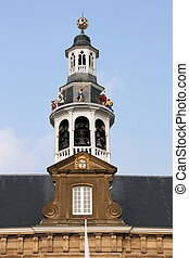 Town hall in Holland - Dancing figures and bells on the town...