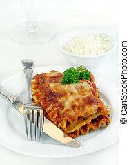 lasagne, fourchette, couteau