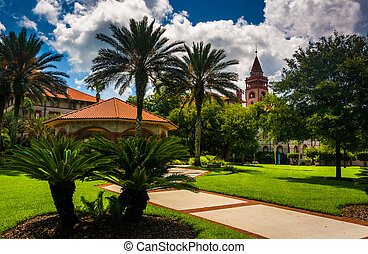 Palm trees and buildings at Flagler College, St Augustine,...