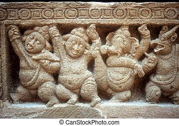 Dwarf statues on hindu temple - Kanchipuram, Tamil Nadu,...