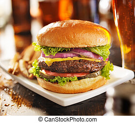 hambúrguer, frita, Cerveja