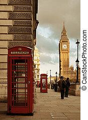 London Street - LONDON, UK - SEP 27: Street view with Big...