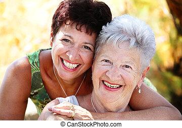 beau, personne agee, mère, fille, Sourire