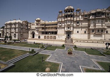 Majastic Palace of a Maharajah - Main entrance to the City...