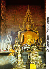 Wat Yai Chaimongkhon Buddha statues - Buddha statues in Wat...