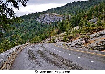 Mountain Pass - Road in Yosemite