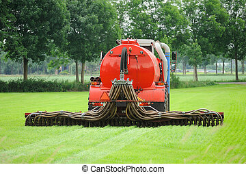 Injection of manure in a pasture - Injection of liquid...