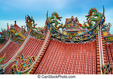 Bishan Temple in Taipei - Taiwan - Decoration on the rooftop...