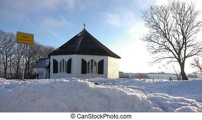 Kleine Kirche im Winter - Die kleine Ortskirche des Ortes...