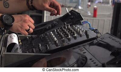 DJ Groove Bit - Tattooed hands to control the music DJ...