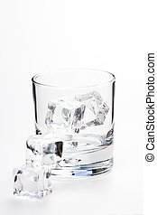 alcoholic beverage whith ice cubes