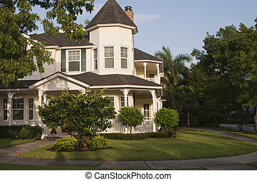 Beautiful Cottage House - Beautiful Cottage style house in...