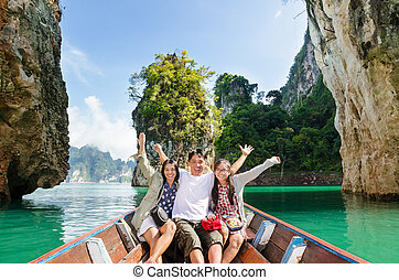 Happy family travel boat ( Guilin of Thailand ) - Happy...