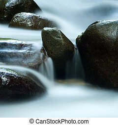 Silky water. - Zen water flowing in 25 seconds long...