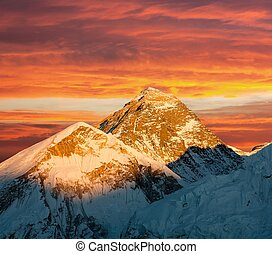 Evening view of Everest from Kala Patthar - trek to Everest...