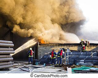 varios, bomberos, Apoyo, de, planta, fuego