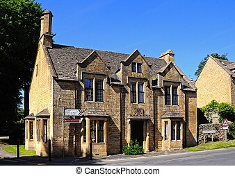 Cotswold house, Chipping Campden - Large house along...