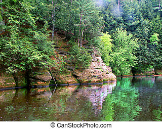 Wisconsin Dells Scenery - Rocky cliffs and vegetation in the...
